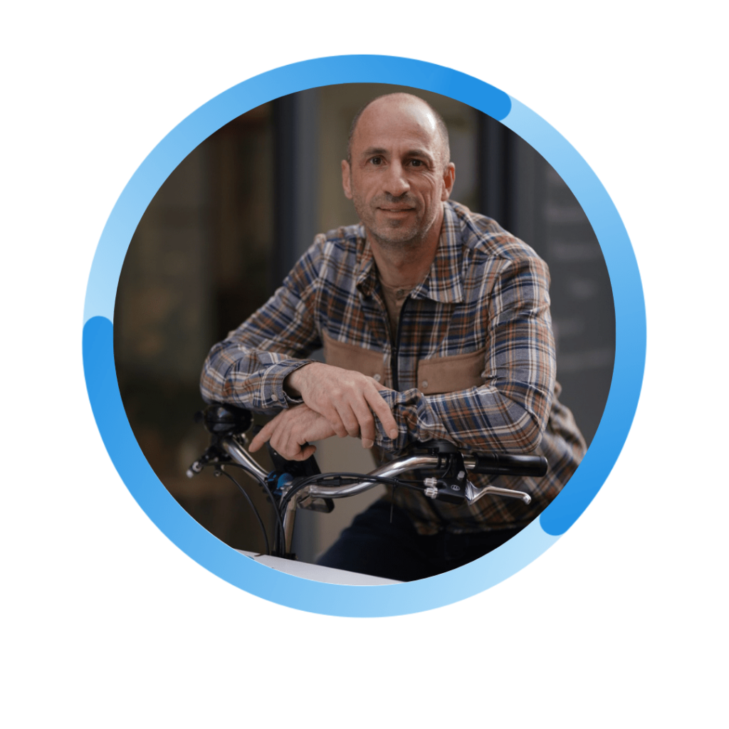 Stephane cohen le fondateur sur le vélo triporteur
