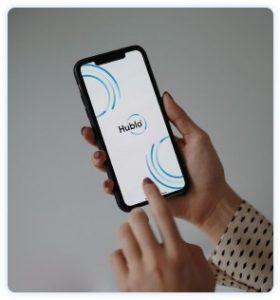 Ouverture de l'application Hublo, service de pressing à domicile sur smartphone